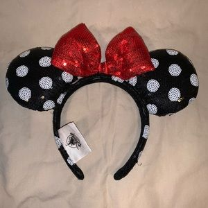 Disney Parks Minnie Mouse sequence polka dot ears